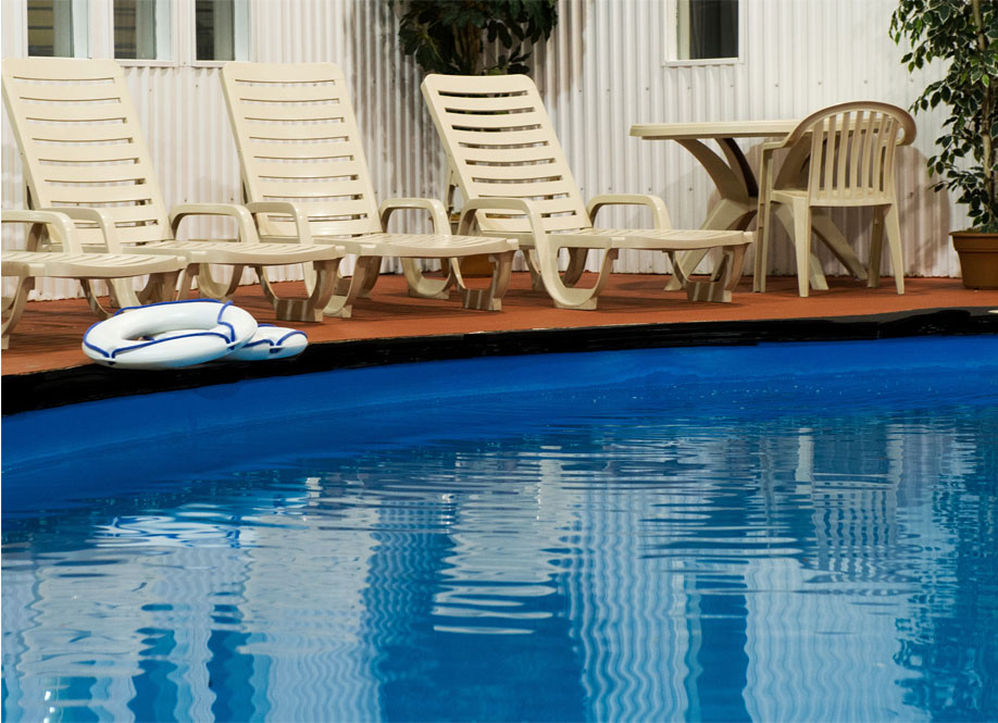 Services d'hôtel 3 étoiles Basses-Laurentides, terrasse intérieure, piscine, spa, aire d'exercice et plus